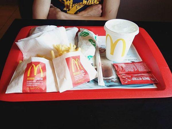 Taki obiad😛 Obiad Dinner MC Mcdonalds Kłodzko Jedzenie Food Foodporn Instafood Frytki Pommesfrites Kanapki Fastfood Niezdrowo Delicious Yummy Polishgirl Weekend Sobota Saturday Free Time Poland Galeria Twierdza likeforlikel4lf4f