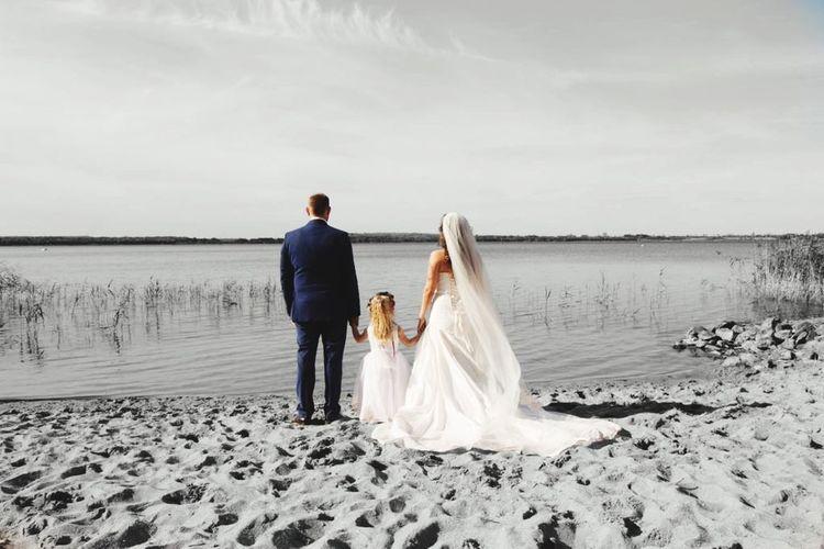 Gemeinsam unaufhaltsam Famiy Wedding Bride Newlywed Wedding Dress Event Celebration Life Events Water Human Connection 2018 In One Photograph