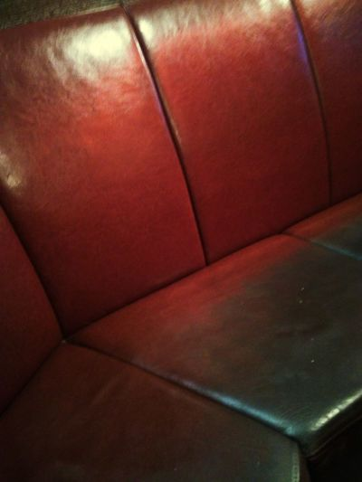 Take A Seat Beisl KNEIPE Bar Bank Seat Red Rot Leipzig Bahnhof Rail Station Germany Deutschland Abend Evening Full Frame Leather Surface