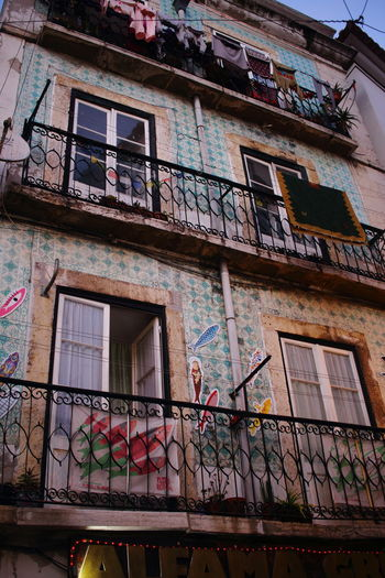 Lissabon, Portugal Lisboa Portugal Lisbon - Portugal Streets Of Lisbon Architecture Building Exterior Built Structure Window Low Angle View Building Residential District Day Balcony Old Graffiti Outdoors Wall - Building Feature House City Multi Colored