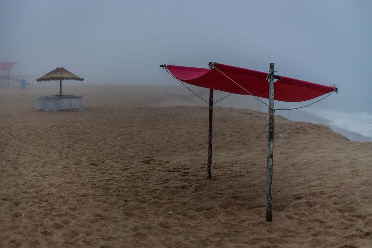 Beach in fog at Sao Pedro de Moel. Beach Fog Foggy Morning Nebel Strand Coast Portugal São Pedro De Moel Trüb Triste Empty Leer Sand Waves Nature Beachlife Beachstyle Verlassen Leere Traurig Einsamkeit Einsamer Strand Ruhe Und Stille Rauschen Foggy Weather