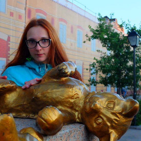 Art Casual Clothing Cat Day Girl Lifestyles Look Portrait Russia Sculpture Tyumen'