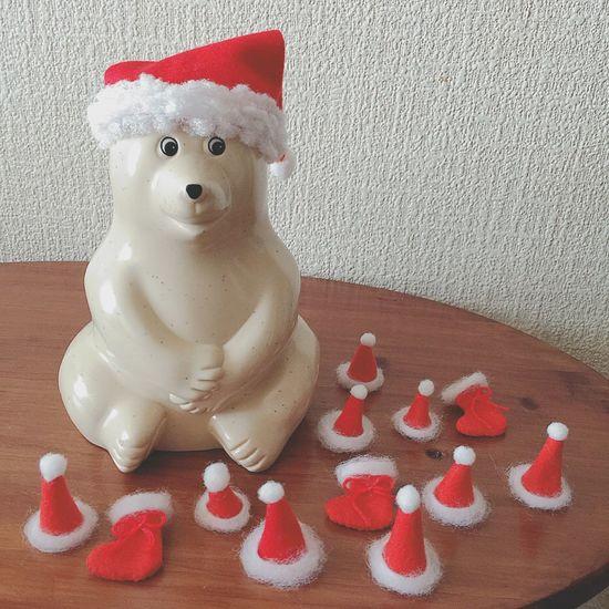 小さなサンタ帽 ひさしぶりにお裁縫したよ。 小さなサンタ帽が欲しくて、作ってみました●´ᆺ`● 少しだけ靴下も。 お裁縫は苦手だから、すごく適当で粗が目立つ。笑 でも、自己満足だからいいのだ●´ᆺ`●✧ おまけで、しろくまちゃんにもサンタ帽を作ってあげました٩·˓̫̫̫·ྀ̃ཾ ర♡ クリスマス Christmas Xmas サンタクロース サンタ帽 手芸 お裁縫 ハンドメイド Handmade しろくま貯金箱 北欧雑貨 ぬい撮り ぬいどり