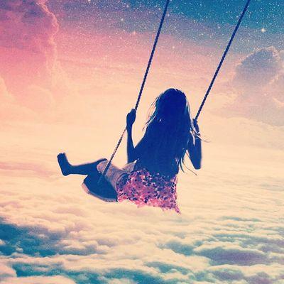 """He aprendido que los amores, pueden llegar por sorpresa o terminar en una noche. Que grandes amigos pueden volverse grandes desconocidos, y que por el contrario un desconocido puede volverse alguien inseparable. Que el """"nunca más"""" nunca se cumple y que el """"para siempre"""" siempre termina. Que el que quiere, lo sigue, lo logra y lo consigue. Que el que arriesga no pierde nada, y que el que no arriesga, no gana. Que si quieres ver a una persona búscala, mañana será tarde. Que el sentir dolor es inevitable, pero sufrir es opcional. Y que sobre todo no sirve de NADA seguir negando lo evidente! ♥ Nochedetras Accionpoetica Lindaspalabras Lapuraverdad picoftheday kawaii enbuscadelafelicidad"""