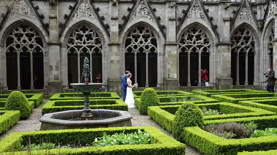 Fotoshoot Pandhof Courtyard  Domchurch Bride And Groom Historical Building People Watching Beautiful Nature Upclose Street Photography
