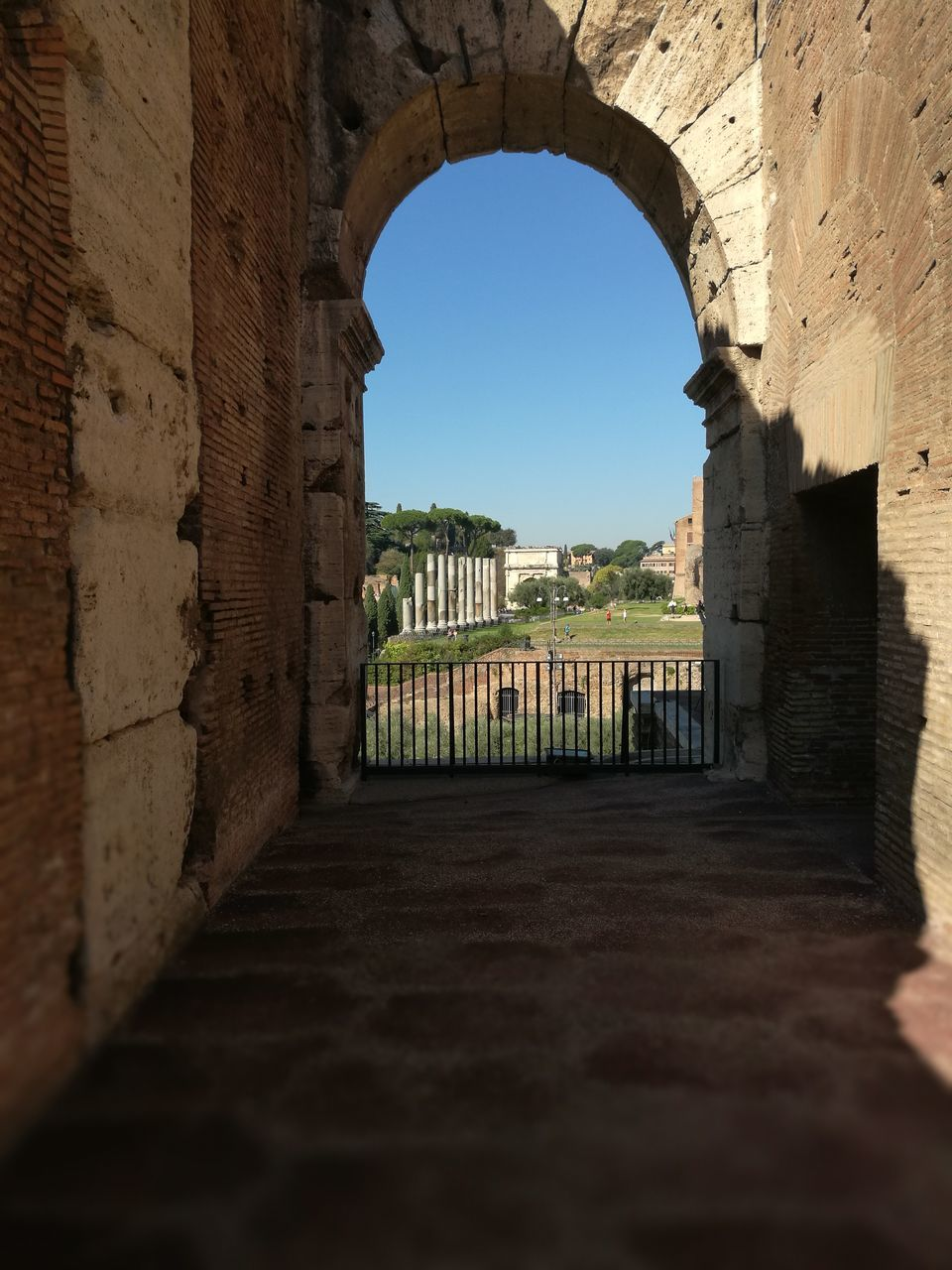 arch, architecture, built structure, history, old ruin, the past, ancient, day, the way forward, architectural column, travel destinations, building exterior, castle, indoors, ancient civilization, no people, clear sky, sky