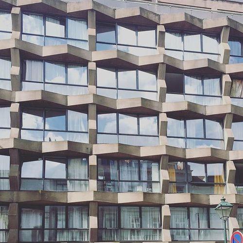Bâtiment  Bâtiment  Batimentsocial Brussel Brussels Bruxelles Brusselsbelgium Bxl Bxlife Belgie Belgie Belgique Belgium Immeuble Immeubles Architecture Ardennesbelges Architectureporn Design Street Home City Cityofbrussels Villedebruxelles Mraa3003