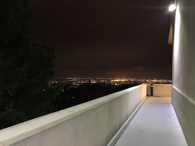 Took this outside of the balcony where the Oakland temple little museum is at. The Oakland Temple Adapted To The City EyeEmNewHere Miles Away Minimalist Architecture The City Light Welcome To Black Long Goodbye The Architect - 2017 EyeEm Awards The Great Outdoors - 2017 EyeEm Awards Live For The Story