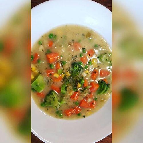 Homemade Creamy Vegetable Soup Creamyvegetablesoup Vegan Vegansofig Veganfoodshare Eatyourcolors Veganmama Veganfood Whatveganseat Plantbased Farmacy Freshfood Eatclean Fitspiration Soup Yummyvegan Eattolive EatTheRainbow