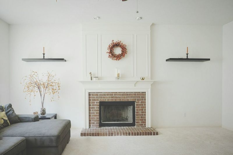 Interior Design Architecture Livingroom Fireplace Mantle White Greay