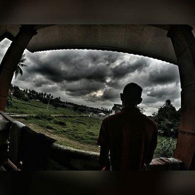 """Merenung Ke luar jendela melihat kapal terbang diawangan"" Gopromalaysia_official Gopro Raya2015 Wakdoyokstyle"