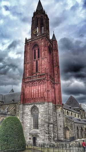Architecture Church Eye4photography  EE Love Connection! Streetphotography Taking Photos Street Photography HDR Clouds And Sky