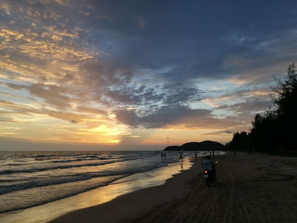 Sunset Sea Sea And Sky Taking Photos Enjoying Life Huawei P9 Plus Holiday Thailand Huaweiphotography Huawei P9 Leica Thai
