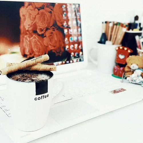 """الحـياة بـسِيطـة,ولكِـن نحـنُ نـصّر علـى جعـلها مُـعقدة. - Life is simple , but we insist on making it complicated⛄""""..... Vscocam Coffee عالم_القهوة تصويري  فوتو_عرب فوتوغرافي صور رمزيات  يومياتي مصورة_مبدعة مصوره مصممة مصممين عدستي تصوير  ورود لقطة صورة قهوتي  موسيقى كاميرا كام عزل"""