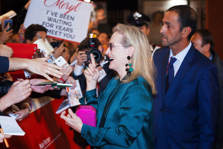 Rome, Italy - October 20, 2016. The American actress Meryl Streep on the red carpet at Rome Film Festival, greets fans and signs autographs. At the Auditorium Parco della Musica. Autographs Celebrities Famous People Fan Merylstreep Red Carpet Rome Film Festival Scenic Celebrity Rome Film Fest LifeIsGood💜 Actress Redcarpet News Streep Meryl Red Carpet Event