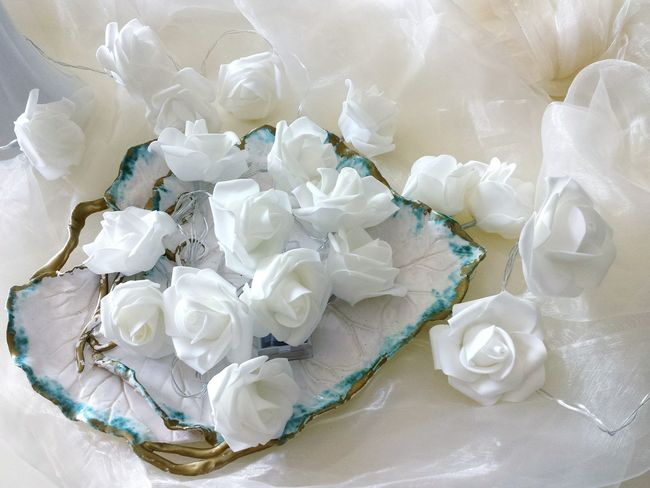 Diner En Blanc White Roses White Chiffon Wedding Decoration Weddings Wedding Reception Wedding Inspiration suitable for Wedding Invitation , White White Background White Album White Flowers White Collection The White Album The White Collection LadyphotographerofthemonthRose Chain Decorations Decorative Lights Roses Lovely View Pitoresque Rosenzauber Decoration With Flowers Artificial Roses