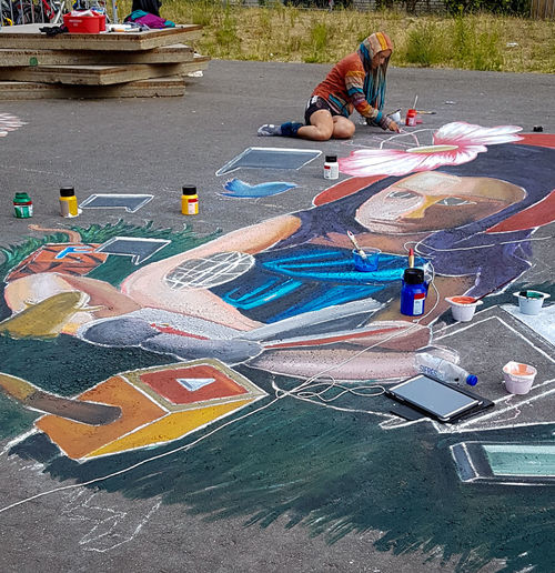 People Outdoors Day Real People Art Arts Culture And Entertainment Art Is Everywhere ArtWork Painting Streetart Street Art Streetpainting Streetpainter Woman Colourful