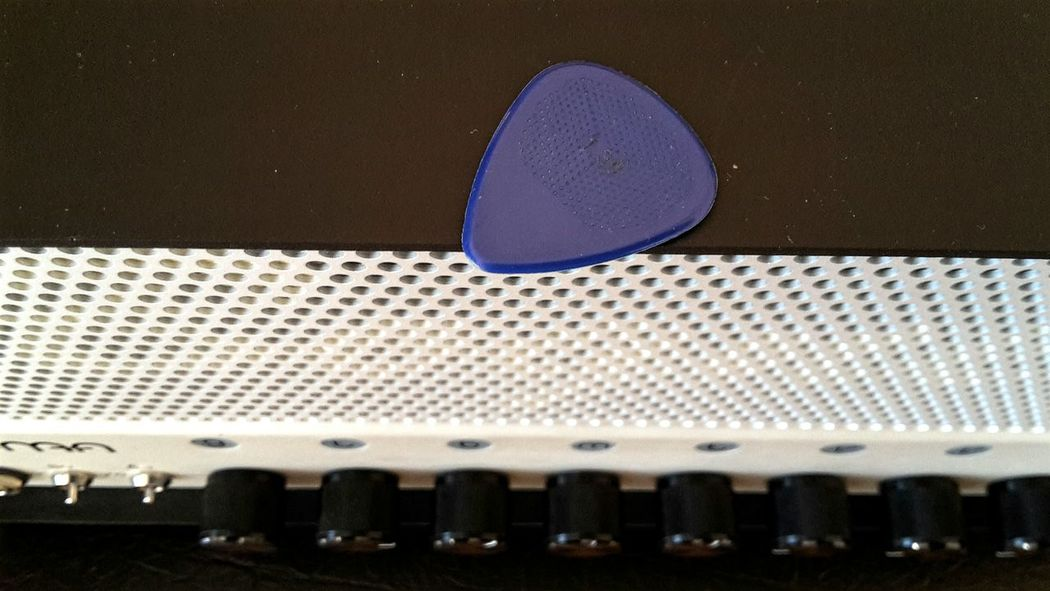 TakeoverMusic Plectrum Amplifier Close Up Technology Ampli Indoors  Full Frame Music