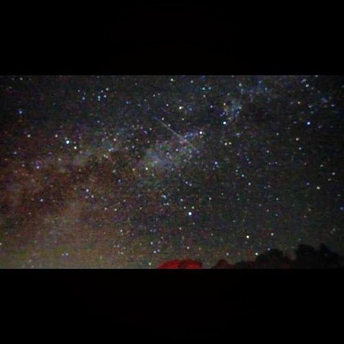 初次拍銀河 果然還是需要單眼... Panasonic LX7 類單只能拍到這種程度了 2015/7/18 是今年最適合拍銀河的時候 沒有月光的光害,星星看的很爽 人生第一次看到這麽多流星 超感動~ 感謝這週末有這難得的機會上武嶺 半夜12點出發,3點多到達武嶺停車場 全都是攝影愛好者和熱血的人們 雖然是夏天,才9度就拍到手都快結凍 起初看天氣預報下雨機率快9成 上山路上都是大霧 還好到了太魯閣國家公園的石碑後 天氣變的超好 滿天星星,全車都大叫了起來 下次有機會一定還要再去!!! 切記 一定要單眼加腳架才拍的清楚啊~ Iso 3200,f/4,長曝30s,焦距聽說要用無險遠,還要用手電筒補光哦!最好是可變焦的那種~ 銀河 武嶺 合歡山 台灣 最美的風景 流星 武嶺停車場 Stars Galaxy Taiwan Star Panasoniclx7