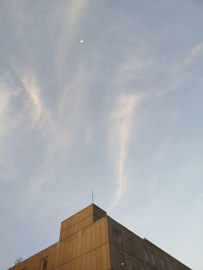 4-13-2019 Moon Cloud - Sky Cloud Moon Shots City Sky