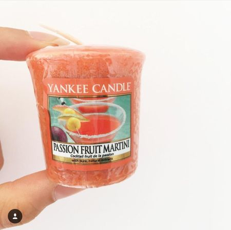 Yankee Candle lover Yankee Candle Lover Love Candle Candele Martini Food And Drink Holding Food Person Freshness Ice Cream Sweet Food Unhealthy Eating Frozen Food Dessert Indulgence Lifestyles Leisure Activity Cropped Text Western Script Ready-to-eat