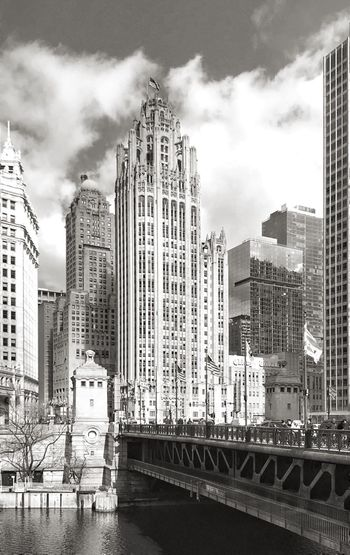 Chicago 🏛 Tribune Tower 📝📜🗞 River Bridge Chicago Skyline Chicago Tribune Newspaper Classic Architecture Classic Architecture_collection Architecture Streetphotography Street Cityscape City IPhoneography IPhone EyeEm Gallery EyeEm Best Shots EyeEm Cityscape Water Waterfront Day Travel Destinations The Architect - 2018 EyeEm Awards