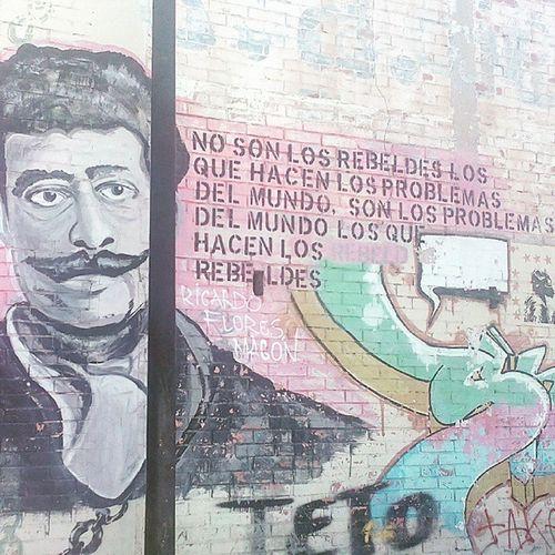 No son los rebeldes los que hacen los problemas en el mundo, son los problemas del mundo los que hacen los rebeldes Libertad Inspiration Rebeldesconcausa Rebelde Filosofía Lifeisgood Yolo
