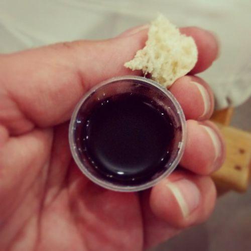 """""""Que o Senhor Jesus, na noite em que foi traído, tomou o pão e, tendo dado graças, partiu-o e disse: """" Isto é o meu corpo, que é dado em favor de vocês; façam isto em memória de mim"""".Da mesma forma, depois da Ceia Ele tomou o cálice e disse: """" Este cálice é a Nova Aliança no meu sangue;façam isto sempre que o beberem em memória de mim"""". Porque, sempre que comerem deste pão e beberem deste cálice, vocês anunciou a morte do Senhor até que Ele venha""""(I Coríntios 11:23b-26). SantaCeiaDoSenhor Jesus MyKingIsAlive Life PãoEVinho SangueECarne Loveanddeath Holyblood Lambofgod HolySavior Freedom Forgiveness Truelife JCMySaviorAndMyGod Talmidim IAmAServant SacrificialLove Imfree Comunhao Agnusdei SolusChristus JustificadoEuSou AmazingGrace"""