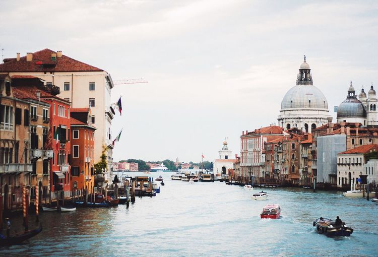 Venezia Venice, Italy Venice Italy Italia Channel Water Traveling Walking Around Travel City Eye4photography  Architecture Old Old Buildings Tranquility Cityscape Travelling Travel Photography Travel Destinations Travelphotography Europe