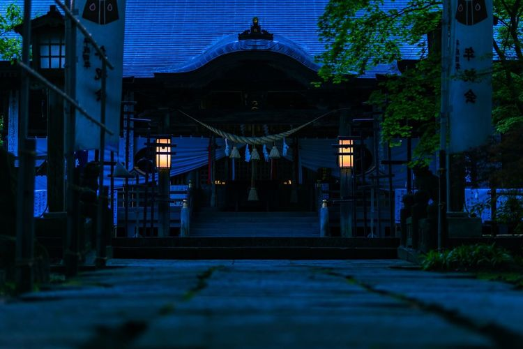 shito shrine in akita, JP Jinja Shito Japaneseshrine Shintoshrine Architecture Built Structure Building Exterior Building City Night Dusk No People Entrance Outdoors