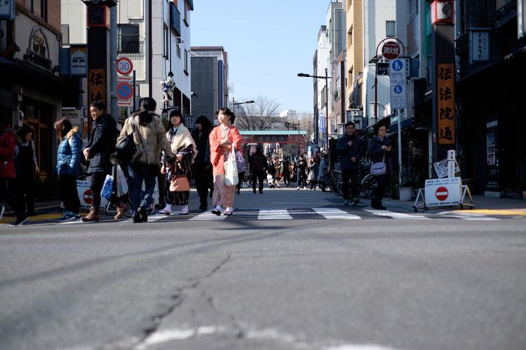 浅草歩行者天国 Asakusa Fujifilm Fujifilm X-E2 Fujifilm_xseries Japan Japan Photography Low Angle View Street Streetphotography Tokyo Tokyo,Japan ホコ天 ローアングル 歩行者天国 浅草