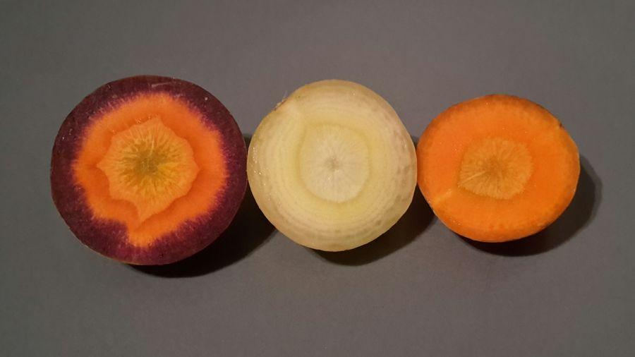No Filter Kein Filter Möhre Möhren Karotte Carrot Orange Teller Scheibe Gemüse Möhrchen Frisch Fresh Studio Shot SLICE Cross Section Close-up Food And Drink
