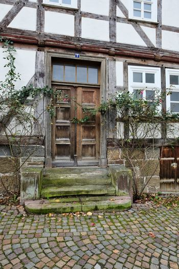 Desolate Fachwerkhaus Fenster Und Türen Hessen Germany Architecture Building Exterior Built Structure Day Growth Hauseingang House Marode Nature No People Outdoors Plant Sky Tree Window Zierenberg