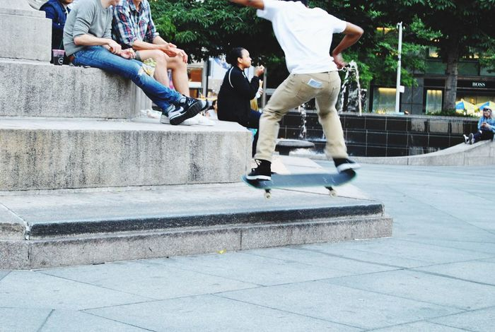 Just go Skateday Hanging Out 59st New York