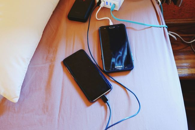 Charge the phone. Phone Charge Black Sumsung Samsung