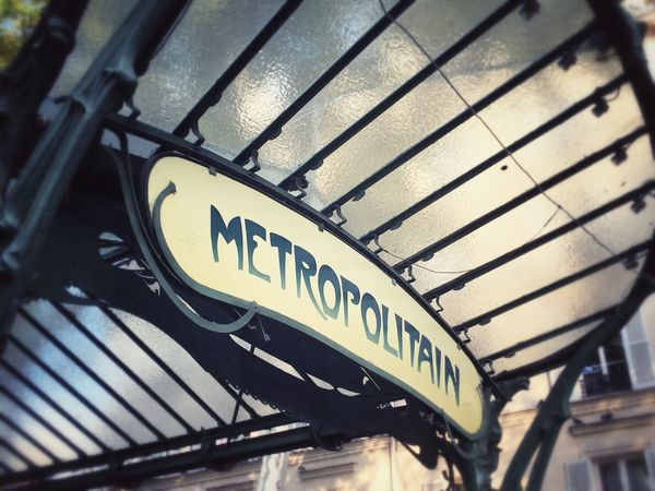 Learn & Shoot: Leading Lines Metro Metro Station Subway Metro Paris Subway Subway Station Subwayphotography Art Deco Architecture Paris Architecture