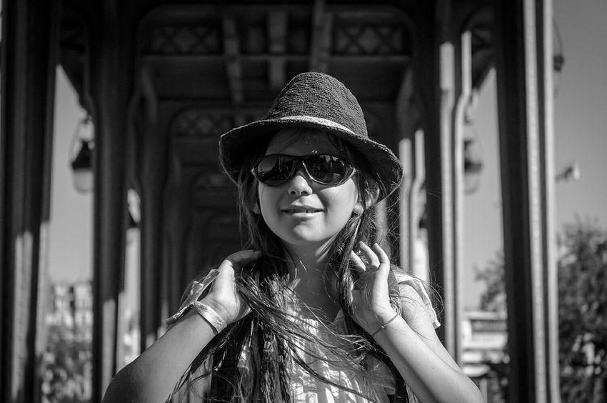 A young starlet on Bir-Hakeim bridge 😎 EEA3-Paris The Global Eyeem Adventure - Paris EEA3 The Global EyeEm Adventure Bw_collection Black And White Portrait Fortheloveofblackandwhite Monochrome Blackandwhite Black And White