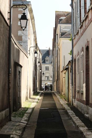 EyEmNewHere City Cityscape Street Sky Architecture Building Exterior Built Structure Alley Building Historic Passageway vanishing point