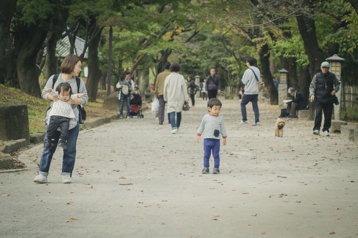 温かい日 ご近所散歩 person Park Family Olympus Olympus Om-d E-m10 EyeEm EyeEm Best Shots Takumar Oldlens Child Tree Childhood Men Boys