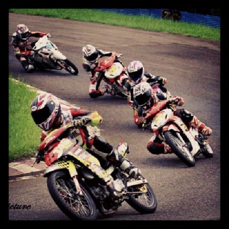 """menjaga racing line"" Roadrace Indoprix Race Bike motorcycle sentul sentulkarting androidindonesia andrography instagram instadroid"