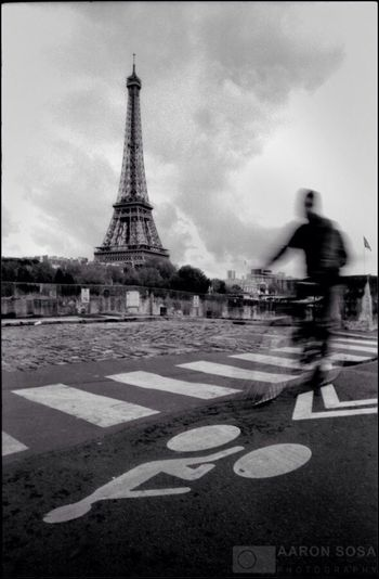 París - France / Photography by Aaron Sosa / www.aaronsosaphotography.com www.aaronsosablog.com Blackandwhite Streetphotography Paris France