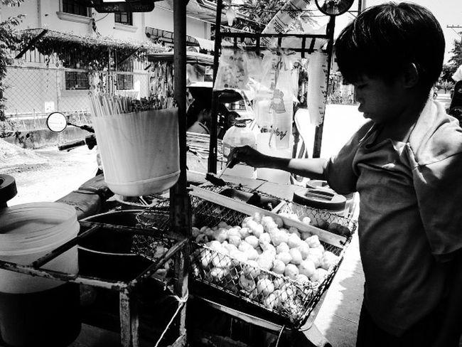 """PISO-ISA"" Eyeem Philippines Mobile Photography Street Photography Black & White"