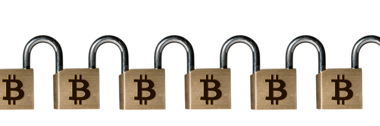 Conceptual photo of a set of linked padlocks to illustrate the blockchain technology Locked Bitcoin Blockchain Blockchain Concept Blockchain Technology Chain Chained Concept Cut Out Cybercurrency Group Of Objects Illustration Immutable Lock No People Padlock Secure Studio Shot Technology White Background