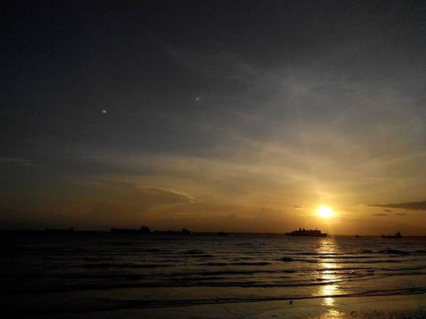 Jingga menjelang Senja  ... di sisi barat Balikpapan Lenovotography Sunset Kaltim Pocketphotography Balikpapanku Photooftheday Photostory Lzybstrd
