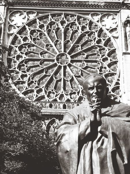 Human Representation Art And Craft Statue Sculpture Close-up Paris, France  The Architect - 2017 EyeEm Awards Cathédrale Notre-dame De Paris Notre Dame De Paris Pape Jean-Paul II Pope John Paul II Sculpture The Great Outdoors - 2017 EyeEm Awards Epic Shot Photography Noir Et Blanc Photographie Blackandwhite Photography Black & White Noir Et Blanc Outdoors Faith Over Fear Faith Humanıty Spiritual Reflections Amateurphotography Hobbyphotography EyeEmNewHere