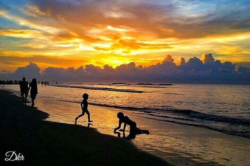 Landscape Silhouette View Scenery Kuta Bali Beach Clouds Sky Sunset Beautiful Picture Photograph PhonePhotography Mobilephotography Kamerahpgw Kamerahpgw_bali Fotografi Fotografiponsel Instagram Mataponsel_bali Mataponsel Matalensa Amazing Balicili amazing lingkarindonesia folkscenery pixelpanda