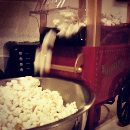 Retro Popcorn Airpopper reminds me of being a kid. Healthy Latesnack Enjoythelittlethings