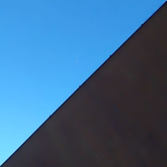 Techo y cielo Temprature precision Rooftops Roof Lightblue Blue Sky Triangle Clear Sky Futuristic Blue Sky Close-up Architecture Full Frame Triangle Shape Textured  Sky Only Pyramid Shape Meteorology Architectural Detail LINE Detail Backgrounds