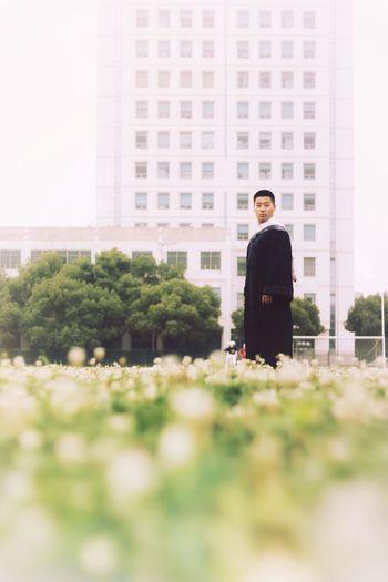 毕业照2 Graduate City Portrait Businessman Business Men Full Length Skyscraper Standing Well-dressed Occupation Hands In Pockets Office Building Office Building Exterior