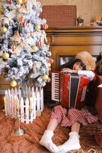 Full length of girl holding christmas tree